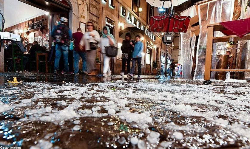 Bạn sẽ không thể tin nổi đây là thành phố Rome chỉ sau một cơn mưa đá và lũ quét - Ảnh 8.