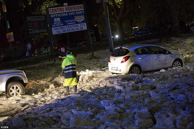 Bạn sẽ không thể tin nổi đây là thành phố Rome chỉ sau một cơn mưa đá và lũ quét - Ảnh 6.
