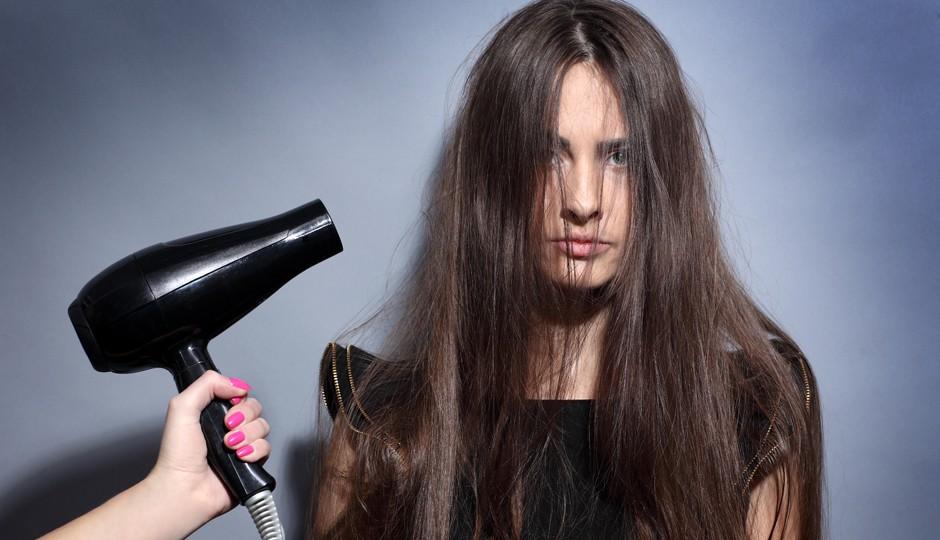 Những sai lầm khi chăm sóc tóc khiến mái tóc ngày càng xơ xác, thiếu sức sống - Ảnh 1.