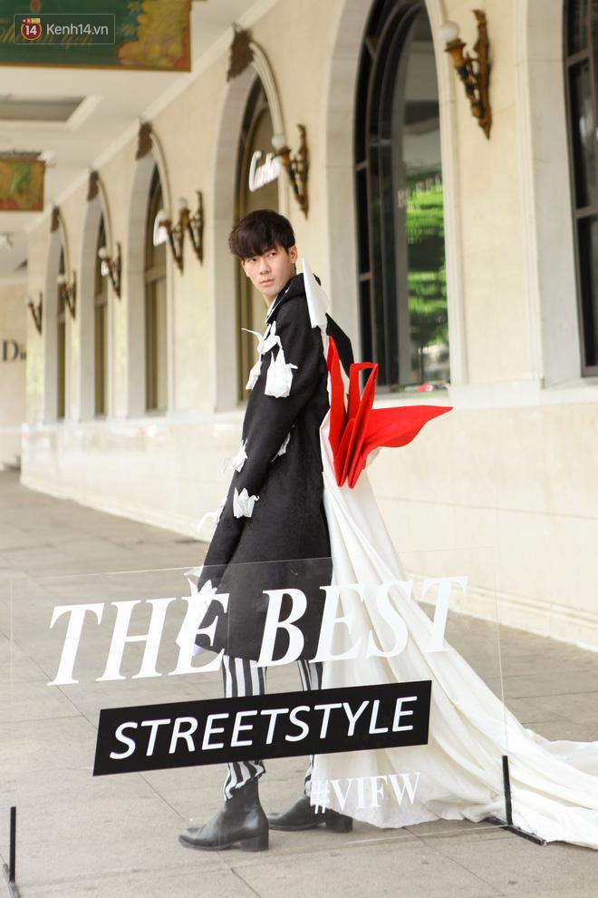 Street style Vietnam International Fashion Week ngày 4: các bạn trẻ đã bớt ăn mặc lồng lộn khó cảm - Ảnh 5.