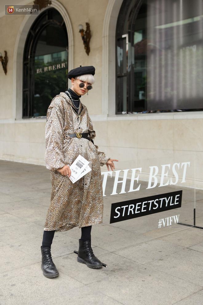 Street style Vietnam International Fashion Week ngày 4: các bạn trẻ đã bớt ăn mặc lồng lộn khó cảm - Ảnh 2.