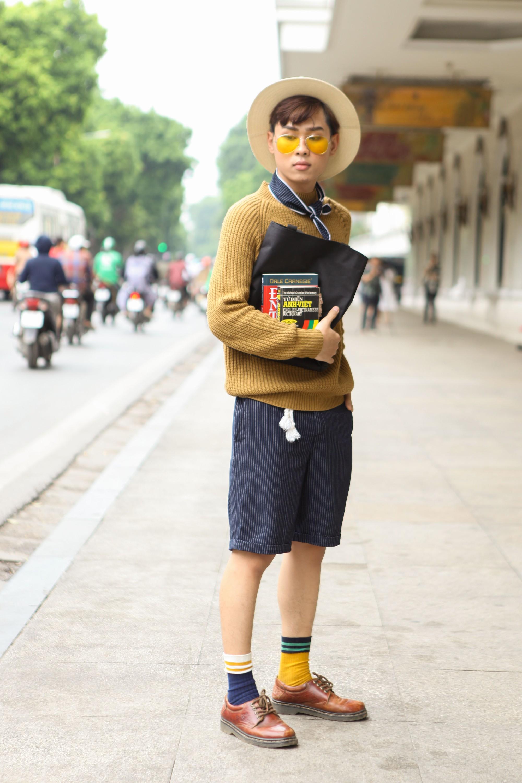 Street style Vietnam International Fashion Week ngày 4: các bạn trẻ đã bớt ăn mặc lồng lộn khó cảm - Ảnh 11.