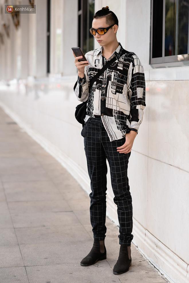 Street style Vietnam International Fashion Week ngày 4: các bạn trẻ đã bớt ăn mặc lồng lộn khó cảm - Ảnh 8.