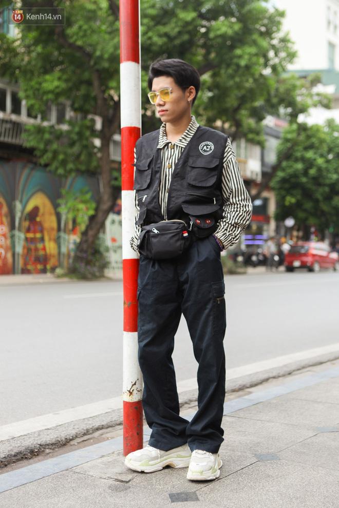 Street style Vietnam International Fashion Week ngày 4: các bạn trẻ đã bớt ăn mặc lồng lộn khó cảm - Ảnh 9.