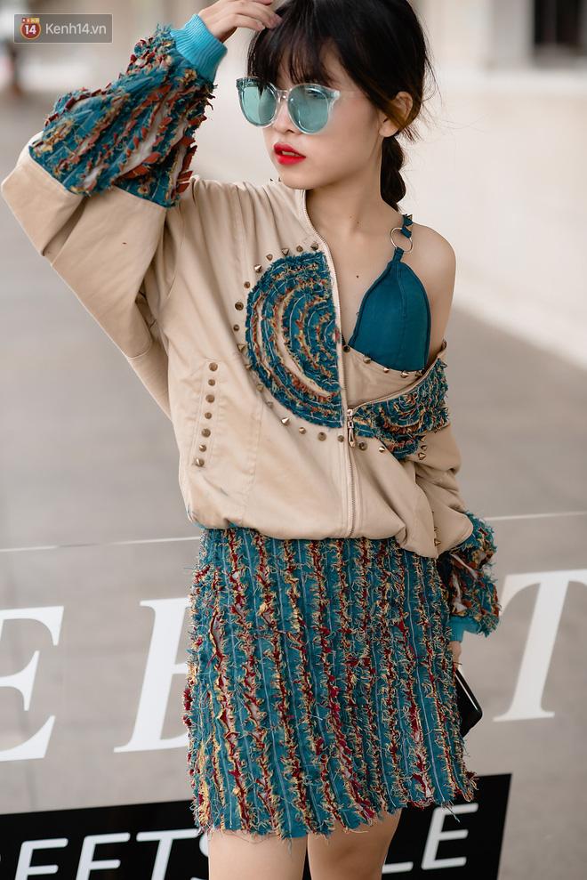 Street style Vietnam International Fashion Week ngày 4: các bạn trẻ đã bớt ăn mặc lồng lộn khó cảm - Ảnh 6.