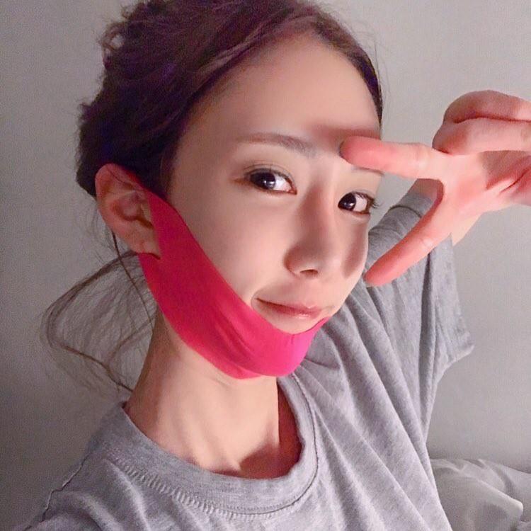 Tạm quên đi chuyện dao kéo, các nàng hãy thử miếng mặt nạ giúp hô biến gương mặt chuẩn V-line sau 1 tiếng này xem! - Ảnh 1.