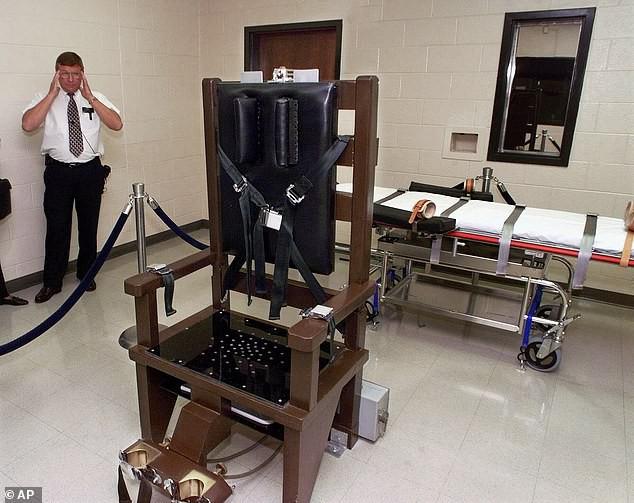 Vụ xử tử kỳ quặc nhất nước Mỹ: Tử tù đòi ngồi ghế điện cho ngầu, bữa ăn cuối là cái đuôi lợn và lời nói cuối là quẩy lên đê - Ảnh 4.