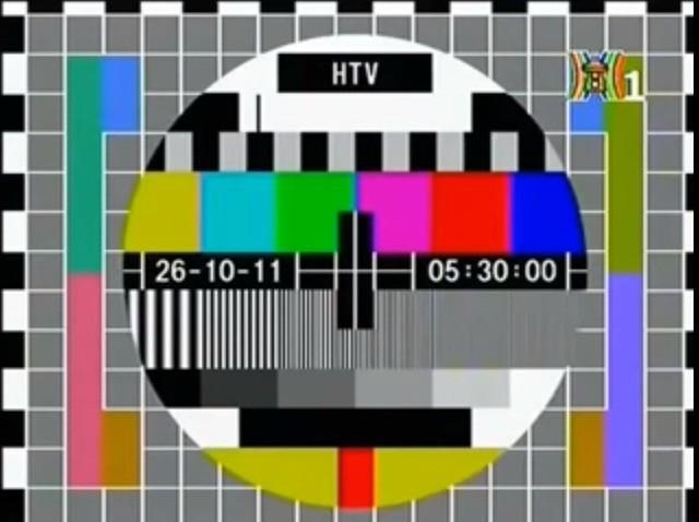 Bức ảnh gợi nhớ tuổi thơ xem tivi của 8x, 9x đời đầu, địa điểm chụp còn gây bất ngờ hơn - Ảnh 4.