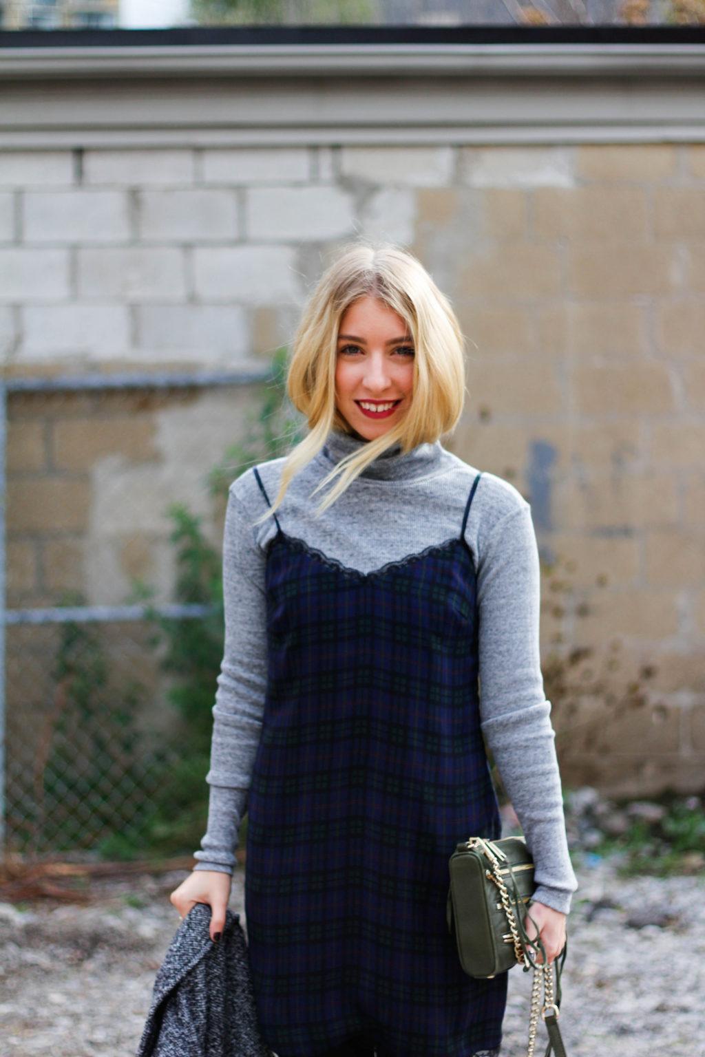 Áo cổ lọ và váy slip dress 18