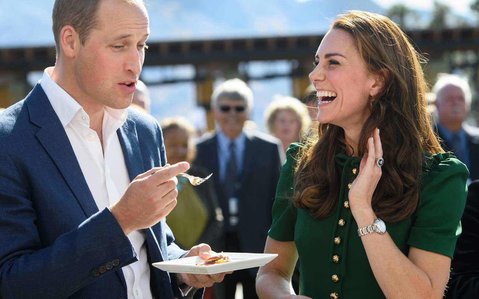 7 quy tắc ứng xử Hoàng gia mà công nương, công chúa nào cũng phải theo: Ngồi sao cho duyên, cầm clutch sao cho quý phái... - Ảnh 6.