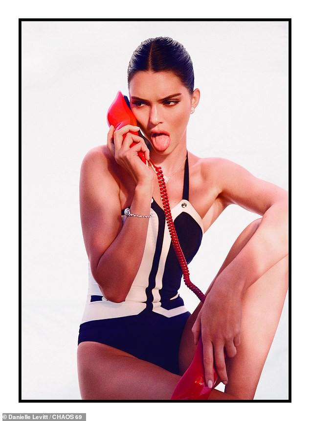 Kendall Jenner chiêu đãi fan thêm bộ ảnh quyến rũ hút hồn giữa lúc show Victorias Secret diễn ra - Ảnh 4.