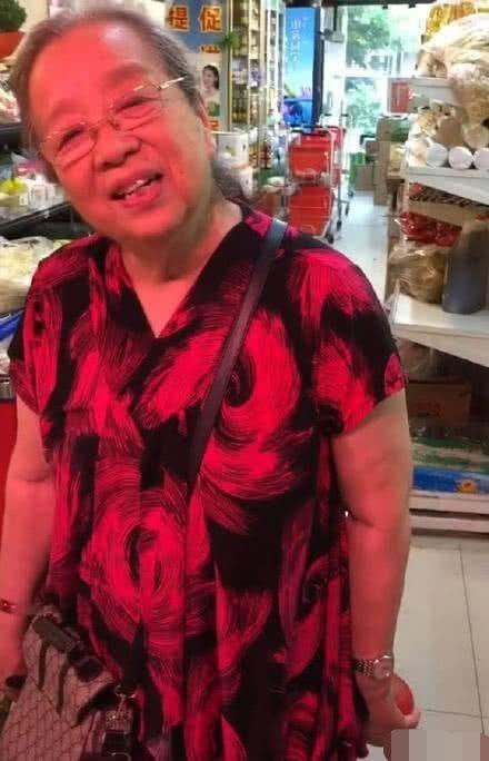 Dung Ma Ma Lý Minh Khải khoẻ mạnh, minh mẫn ở tuổi 82, nở nụ cười khi được người hâm mộ nhận ra - Ảnh 5.