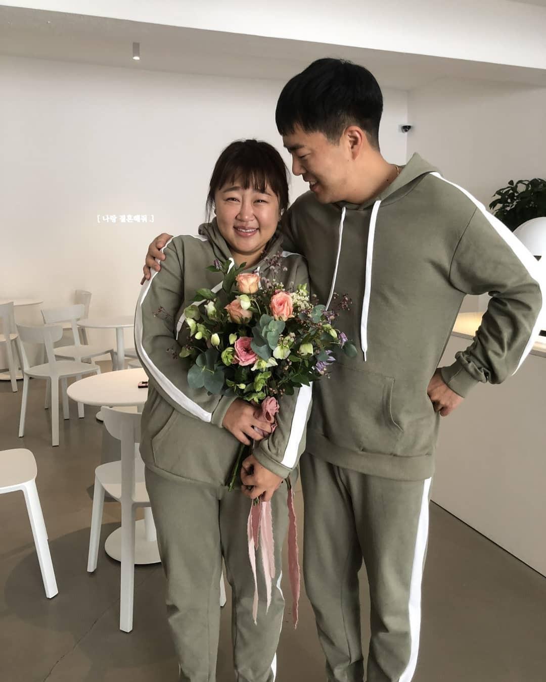 Màn cầu hôn khó tin của danh hài Hàn giảm 30kg và bạn trai: Bí mật bố trí, ai ngờ ngỏ lời cùng ngày, mặc giống nhau - Ảnh 2.