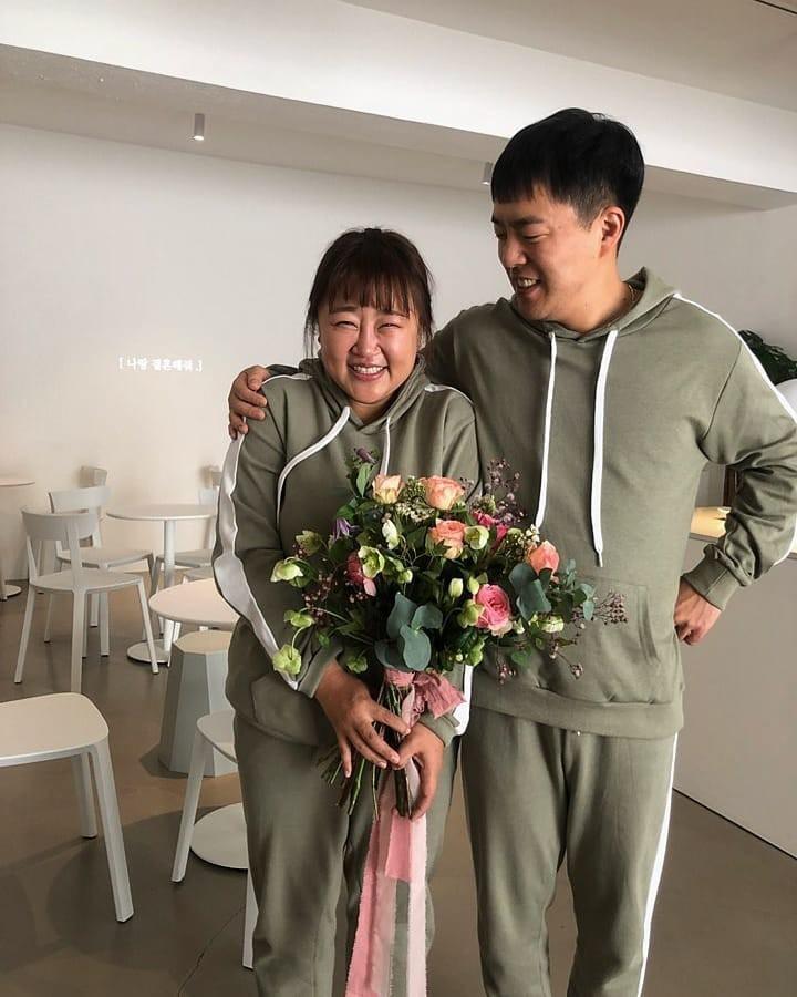 Màn cầu hôn khó tin của danh hài Hàn giảm 30kg và bạn trai: Bí mật bố trí, ai ngờ ngỏ lời cùng ngày, mặc giống nhau - Ảnh 1.