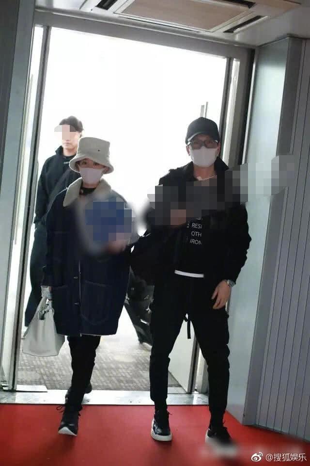 Phùng Thiệu Phong bị chỉ trích vì không nắm tay, cầm túi hộ bà xã Triệu Lệ Dĩnh đang mang bầu? - Ảnh 4.
