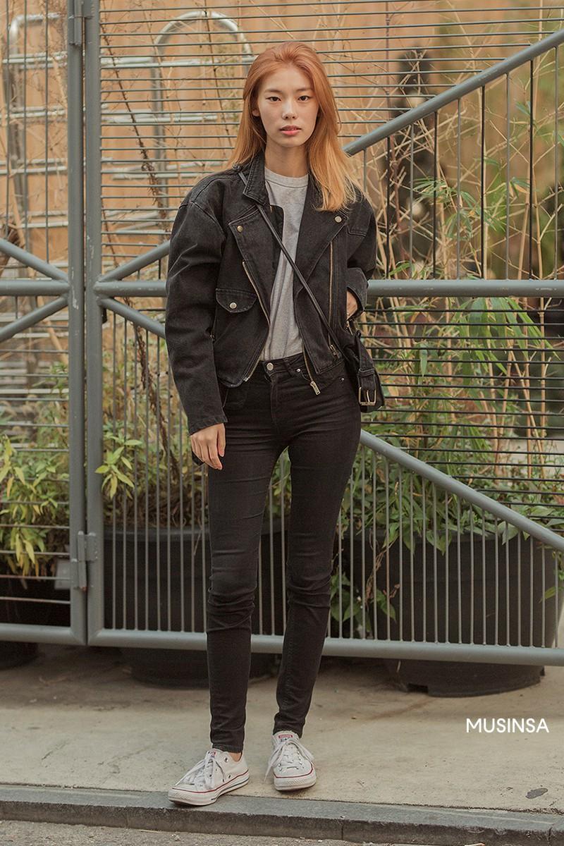 Street style không áo dạ, áo phao của giới trẻ Hàn tuần qua chính là gợi ý mix đồ tuyệt vời cho mùa đông không lạnh tại Hà Nội lúc này - Ảnh 8.