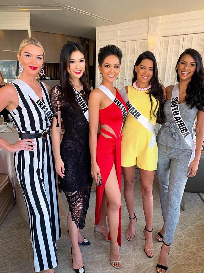 Đứng cạnh nữ thần người Philippines - ứng viên số 1 cho vương miện Miss Universe 2018, HHen Niê vẫn hút mọi ánh nhìn - Ảnh 5.