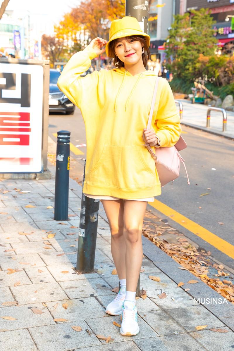 Street style không áo dạ, áo phao của giới trẻ Hàn tuần qua chính là gợi ý mix đồ tuyệt vời cho mùa đông không lạnh tại Hà Nội lúc này - Ảnh 10.