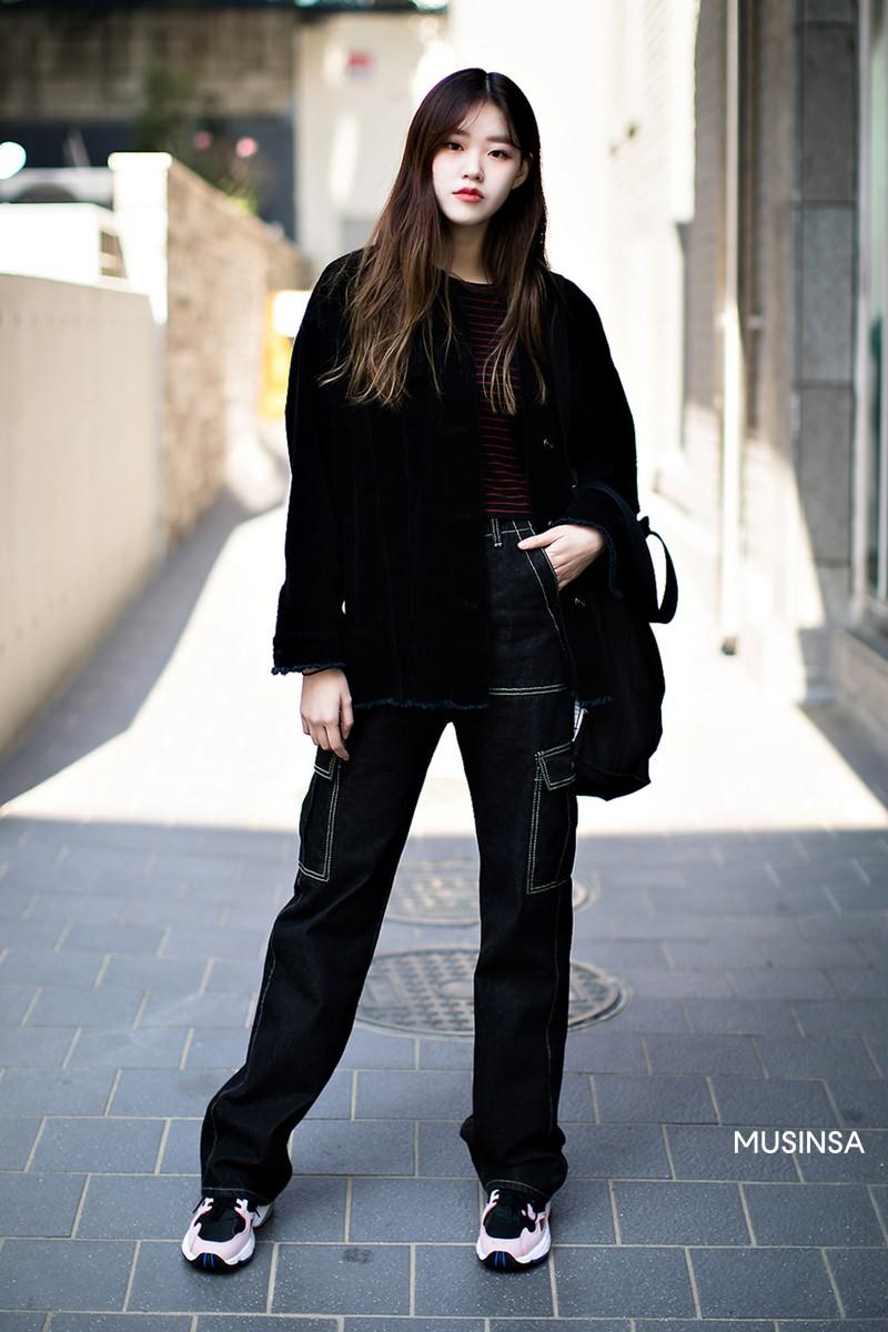 Street style không áo dạ, áo phao của giới trẻ Hàn tuần qua chính là gợi ý mix đồ tuyệt vời cho mùa đông không lạnh tại Hà Nội lúc này - Ảnh 11.