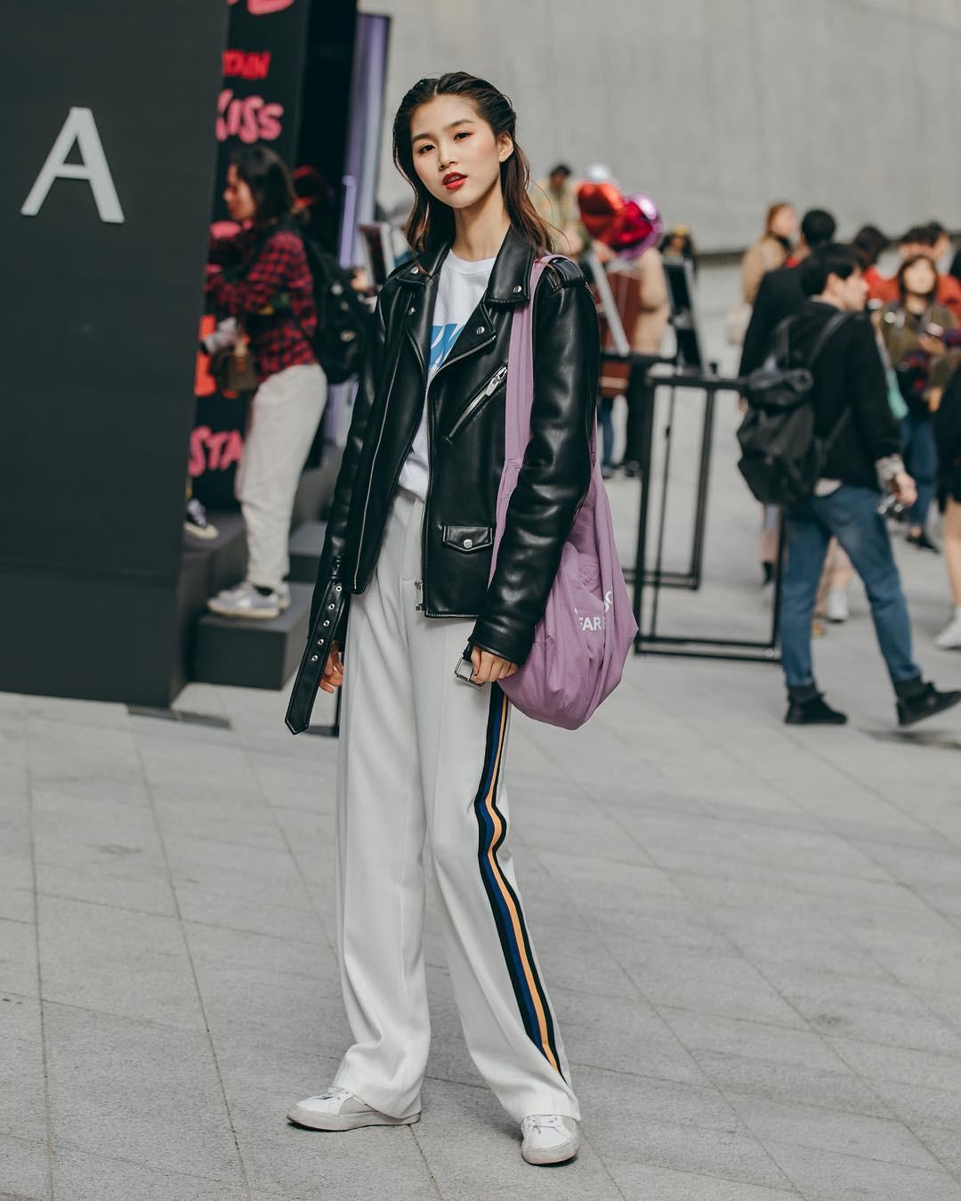 Street style không áo dạ, áo phao của giới trẻ Hàn tuần qua chính là gợi ý mix đồ tuyệt vời cho mùa đông không lạnh tại Hà Nội lúc này - Ảnh 1.