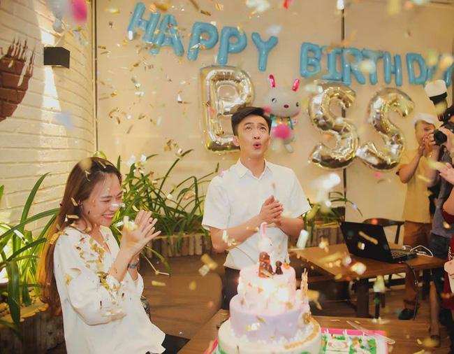 Đàm Thu Trang đăng tải ảnh sinh nhật nhưng biểu cảm của Cường Đô la mới là điều bất ngờ - Ảnh 1.