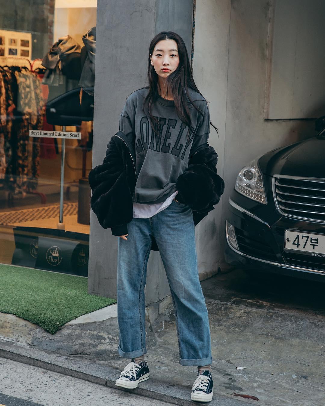 Street style không áo dạ, áo phao của giới trẻ Hàn tuần qua chính là gợi ý mix đồ tuyệt vời cho mùa đông không lạnh tại Hà Nội lúc này - Ảnh 9.