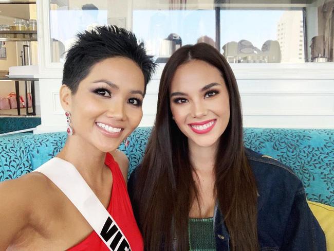 Đứng cạnh nữ thần người Philippines - ứng viên số 1 cho vương miện Miss Universe 2018, HHen Niê vẫn hút mọi ánh nhìn - Ảnh 2.