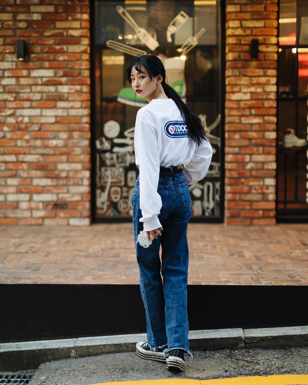 Street style không áo dạ, áo phao của giới trẻ Hàn tuần qua chính là gợi ý mix đồ tuyệt vời cho mùa đông không lạnh tại Hà Nội lúc này - Ảnh 3.