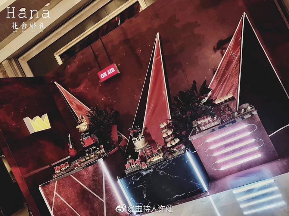 Khi cô dâu và chú rể đều là fan Big Bang: Sân khấu ngập tràn sắc đỏ, hoa cưới cũng chính là lightstick - Ảnh 5.
