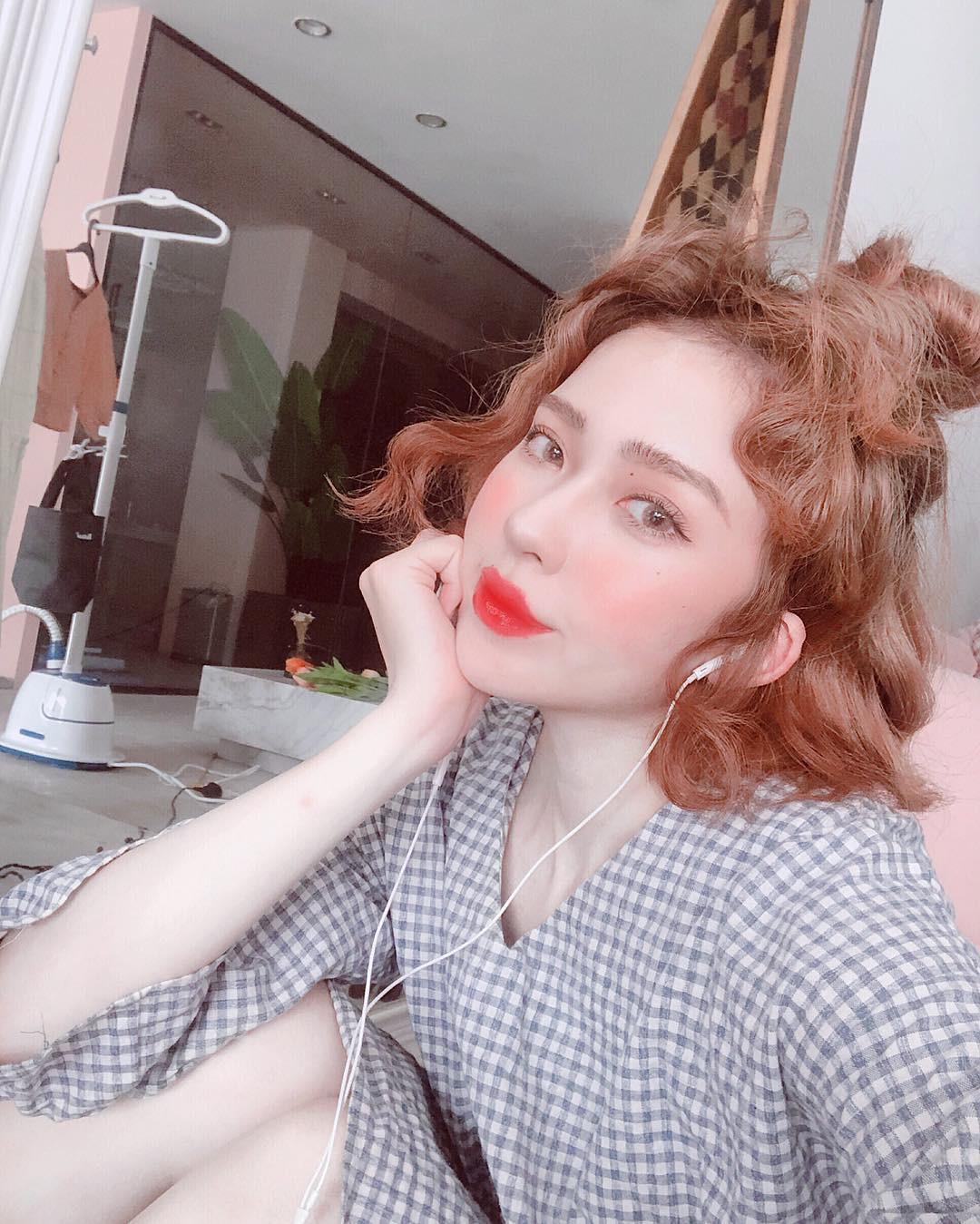 Má hồng nước trái cây: kiểu makeup Hàn Quốc biến khuôn mặt mệt mỏi trở nên xinh xẻo nhìn chỉ muốn cắn bạn nên biết ngay lúc này - Ảnh 2.