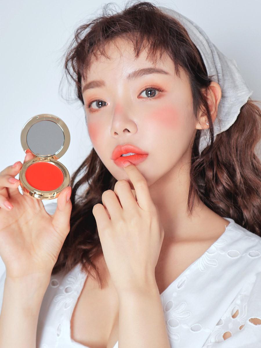 Má hồng nước trái cây: kiểu makeup Hàn Quốc biến khuôn mặt mệt mỏi trở nên xinh xẻo nhìn chỉ muốn cắn bạn nên biết ngay lúc này - Ảnh 9.