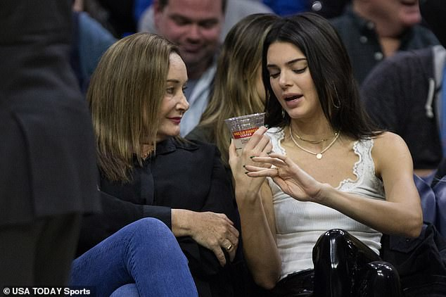 Kendall Jenner vẫn tươi tắn đến xem bạn trai chơi bóng rổ dù bị gần 10.000 người đòi cấm cửa - Ảnh 5.