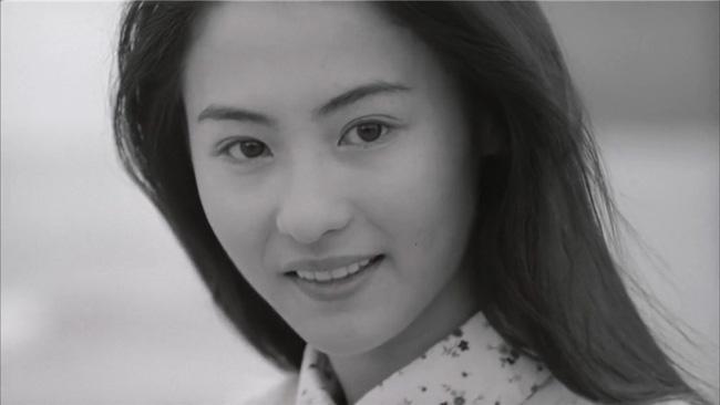 Giữa tin đồn sinh con trai của tỷ phú Singapore, loạt ảnh Trương Bá Chi mặt mộc tuổi 21 bất ngờ gây bão - Ảnh 1.
