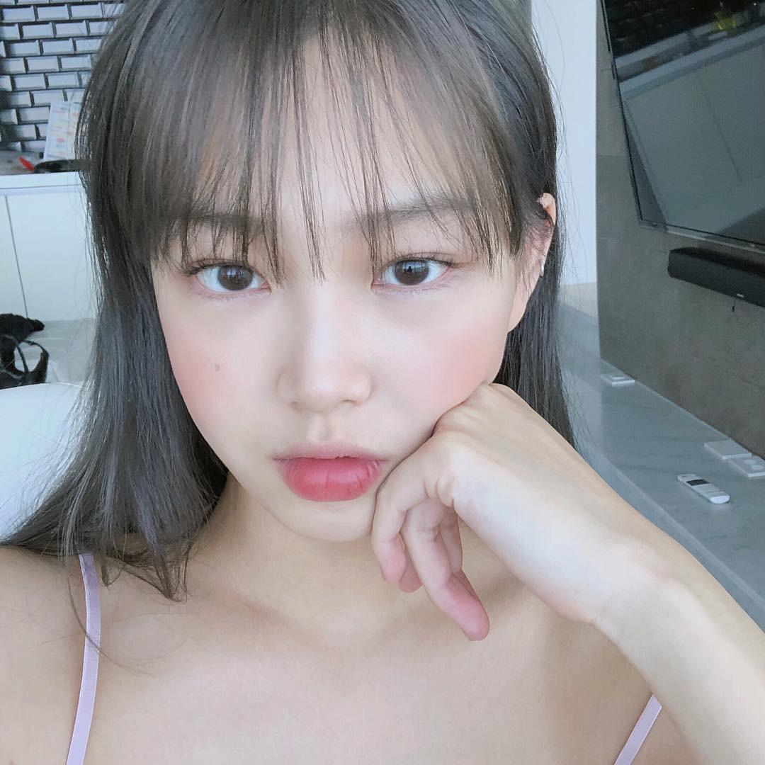 Má hồng nước trái cây: kiểu makeup Hàn Quốc biến khuôn mặt mệt mỏi trở nên xinh xẻo nhìn chỉ muốn cắn bạn nên biết ngay lúc này - Ảnh 3.