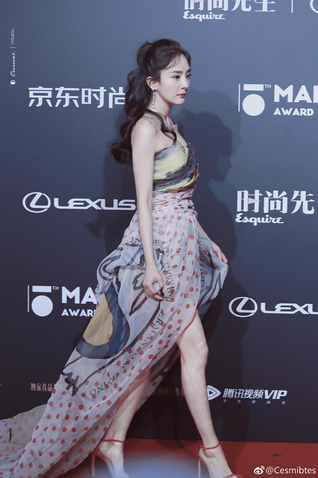 Diện váy mỏng tang và ép ngực tại sự kiện, Dương Mịch hoàn toàn chiếm sóng mạng xã hội xứ Trung - Ảnh 9.