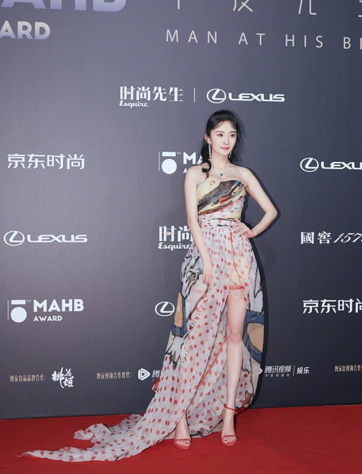 Diện váy mỏng tang và ép ngực tại sự kiện, Dương Mịch hoàn toàn chiếm sóng mạng xã hội xứ Trung - Ảnh 5.