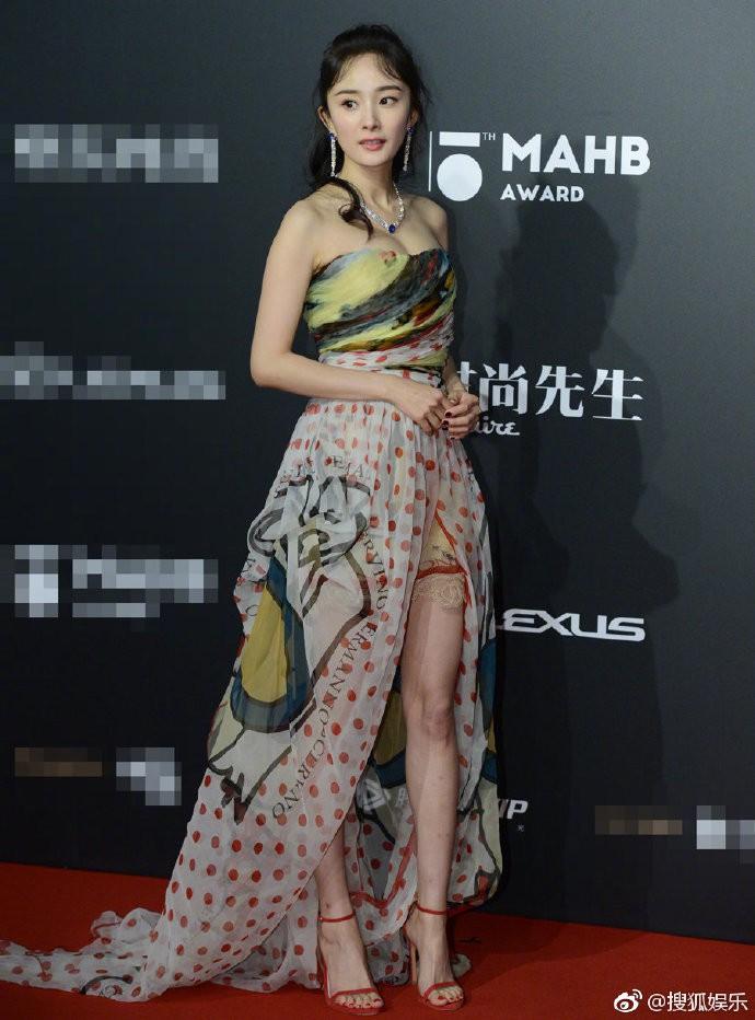 Diện váy mỏng tang và ép ngực tại sự kiện, Dương Mịch hoàn toàn chiếm sóng mạng xã hội xứ Trung - Ảnh 11.