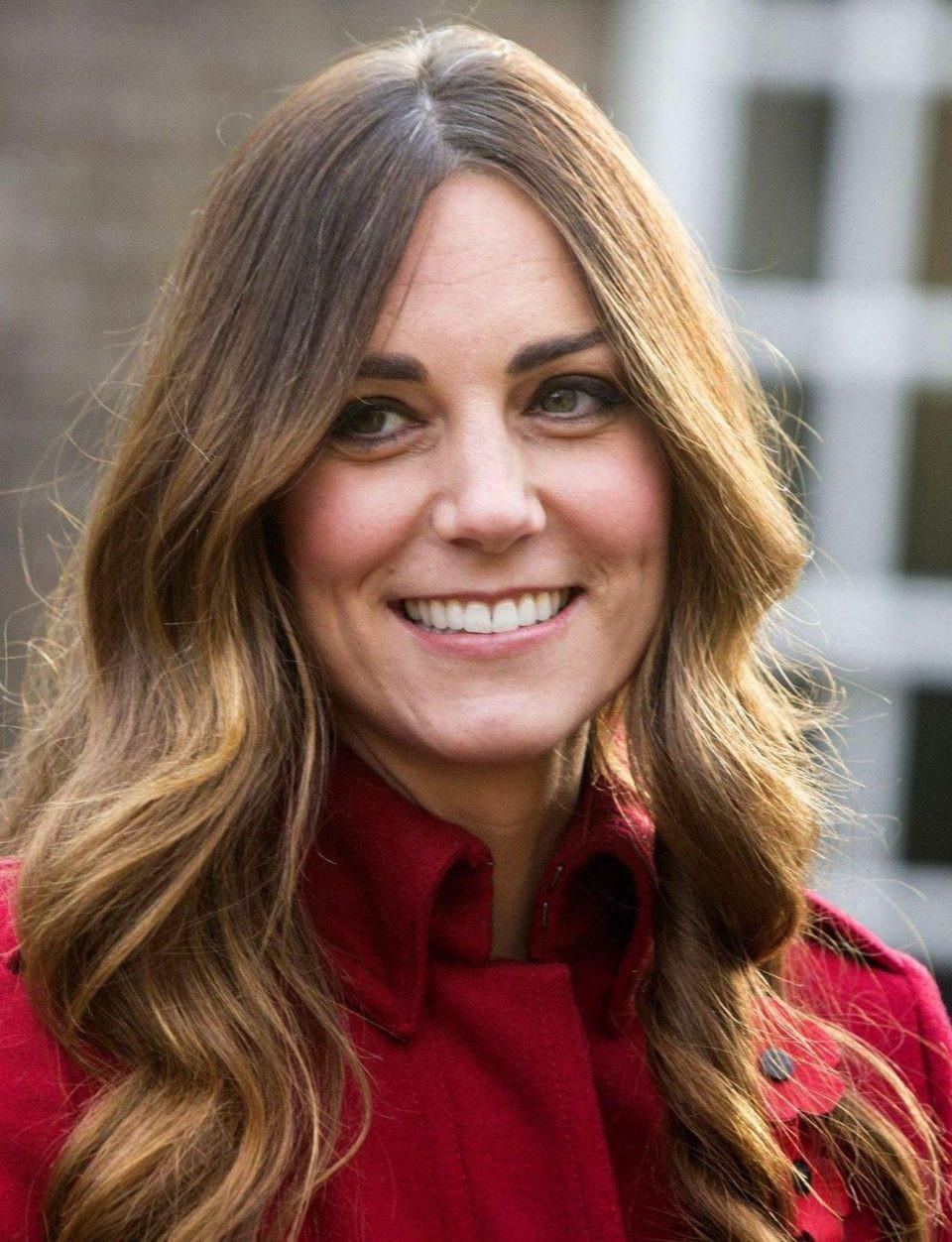 Khổ như Công nương Kate: trước bị chê tóc bạc vì kiêng nhuộm tóc khi đang cho con bú, nay lại bị nói có làn da nhăn nheo như bà cô 55 tuổi - Ảnh 6.