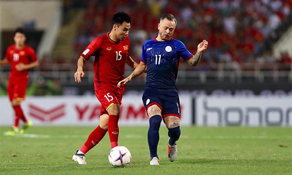 Đội tuyển Việt Nam và Philippines tạo nên hiệp 1 căng thẳng với nhiều pha tranh bóng quyết liệt. Tuy nhiên, cả hai đội không có nhiều pha dứt điểm thực sự nguy hiểm.