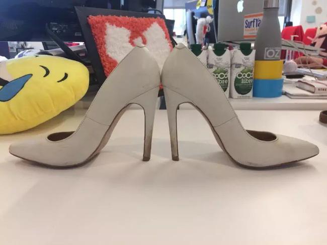 Để giảm đau chân khi đi giày cao gót, cô nàng này đã tìm ra tuyệt kỹ rẻ và hữu hiệu nhất nhờ thứ này - Ảnh 2.