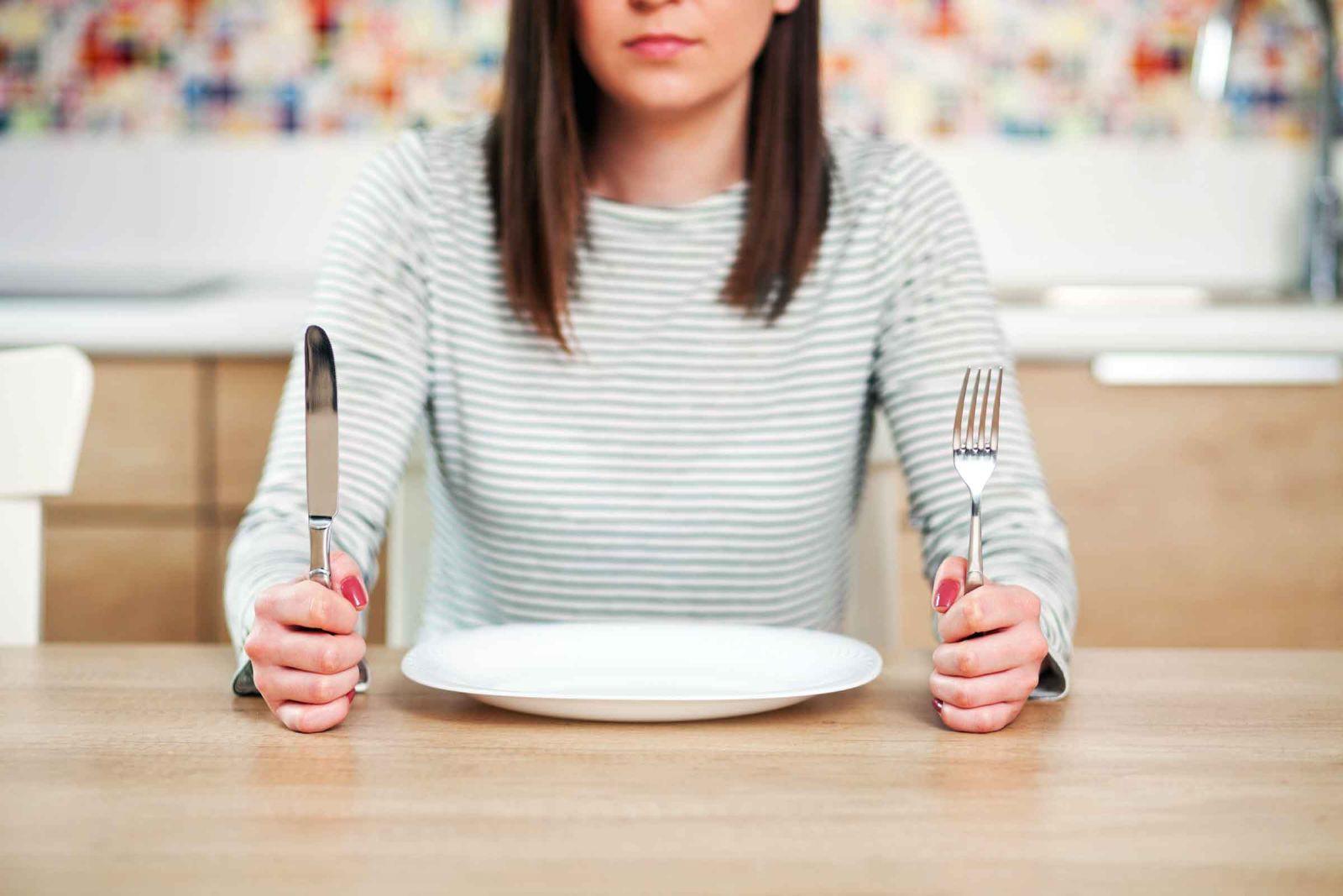 Duy trì những nguyên tắc này mỗi ngày giúp bạn giảm cân nhanh mà không bị suy nhược cơ thể - Ảnh 1.