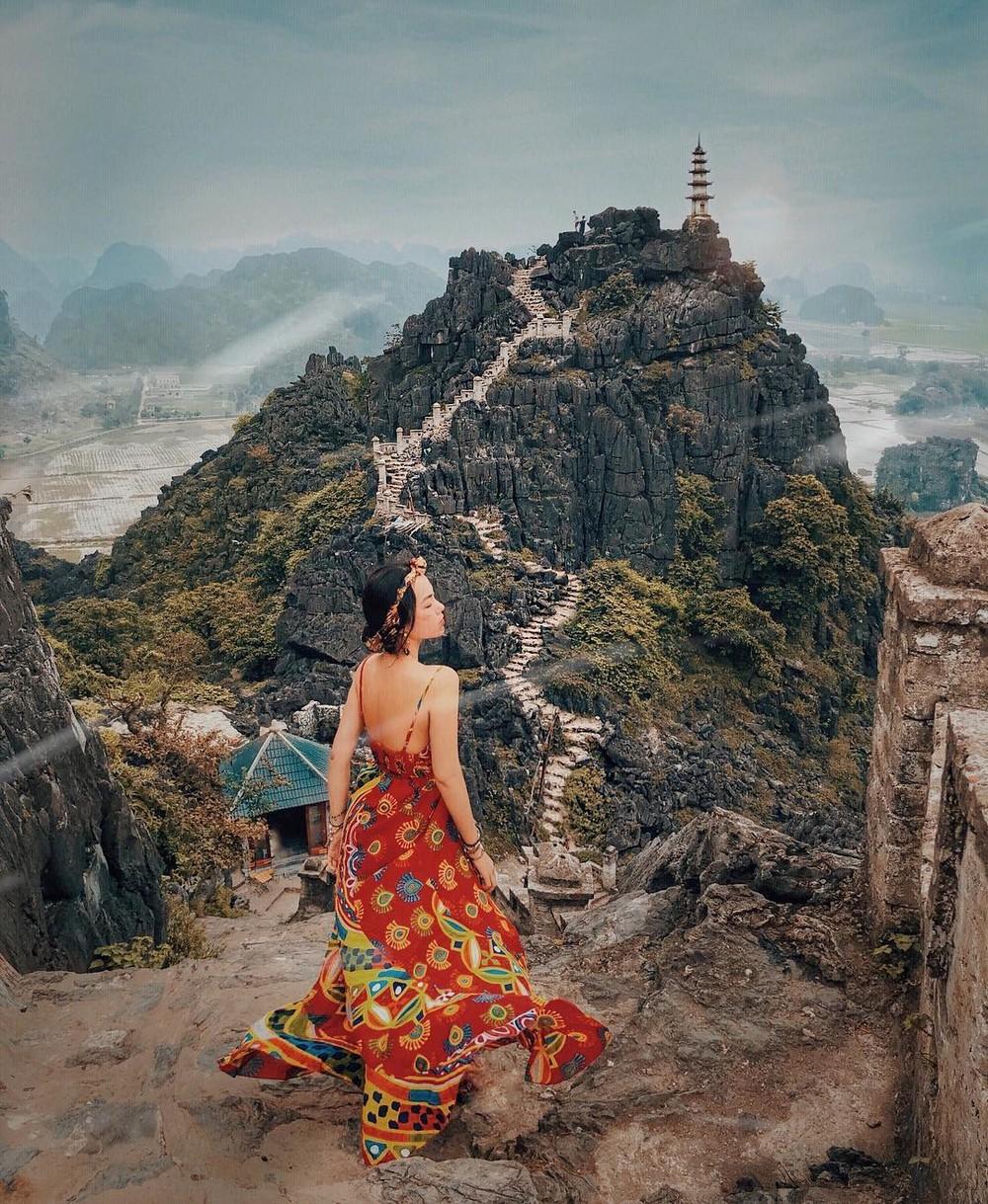 Tọa độ check-in hot nhất ở Ninh Bình: Hùng vĩ và ảo diệu không thua gì cảnh phim cổ trang - Ảnh 4.