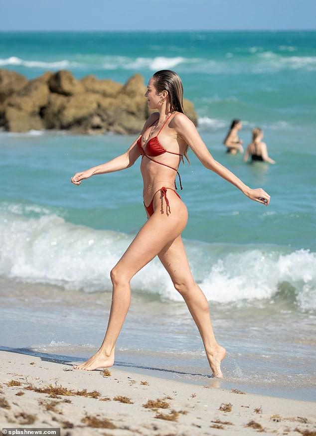 Không thể tin nổi đây là body của thiên thần Candice Swanepoel sau 5 tháng sinh con thứ hai! - Ảnh 3.