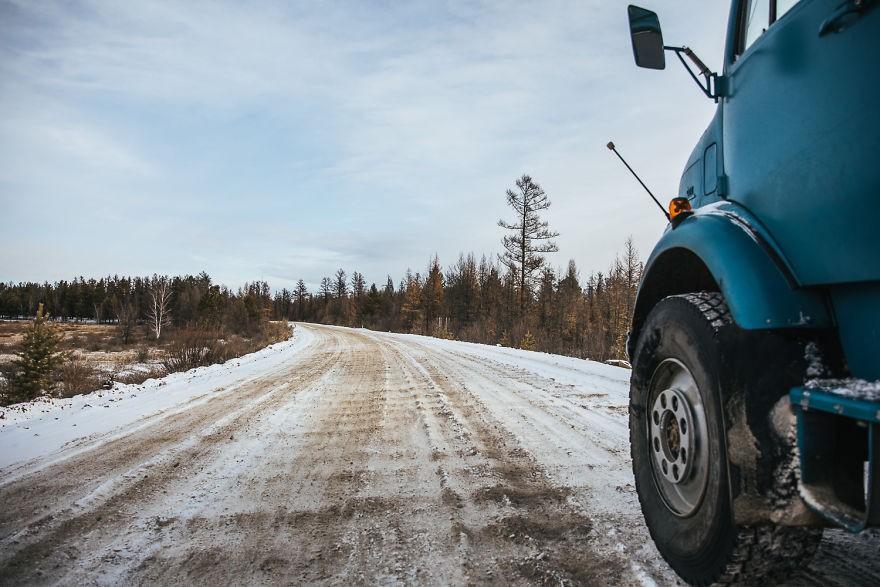 Bỏ lại cuộc sống bận rộn, gia đình 3 người lái xe tải đi khắp thế gian và cho ra những bức ảnh đẹp rụng rời - Ảnh 28.