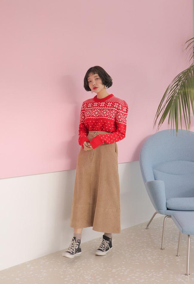 Với các tín đồ thời trang, còn cách nào tuyệt hơn để cổ vũ tuyển Việt Nam ngoài 10 công thức mix đồ siêu trendy với màu đỏ này - Ảnh 9.