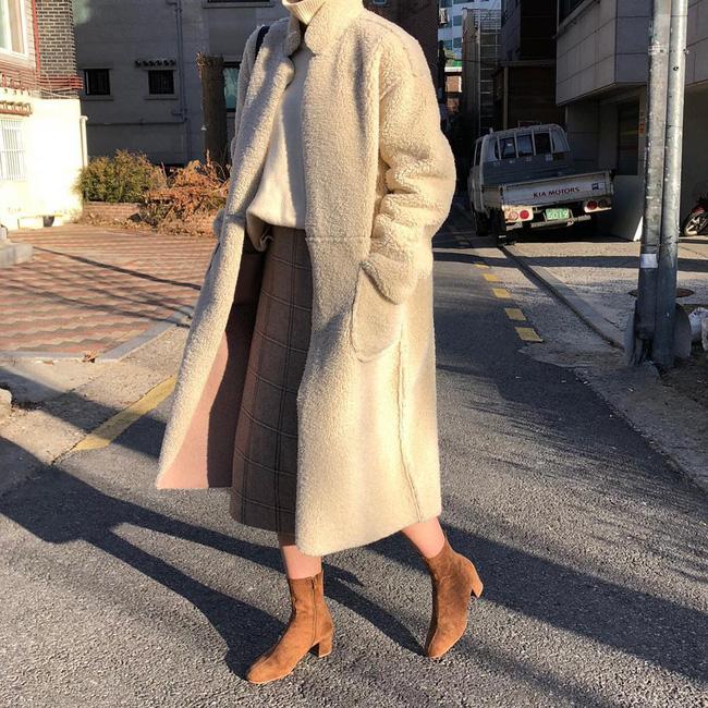 Trời lạnh mà cứ ngại diện chân váy, đấy là bạn chưa biết 12 công thức diện rất đẹp mà còn rất ấm này rồi! - Ảnh 9.