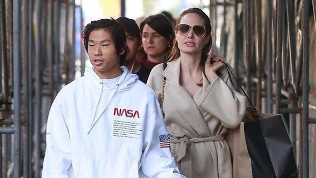 Pax Thiên cao lớn chững chạc trên phố, lần đầu xuất hiện sau tin đồn bị Brad Pitt từ chối nhận nuôi - Ảnh 4.
