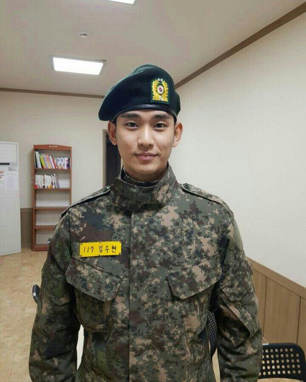 Ai ngờ nhập ngũ là thước đo nhan sắc chuẩn nhất của các nam thần Kbiz: Hyun Bin, Ji Chang Wook gây sốc vì mặt mộc - Ảnh 9.