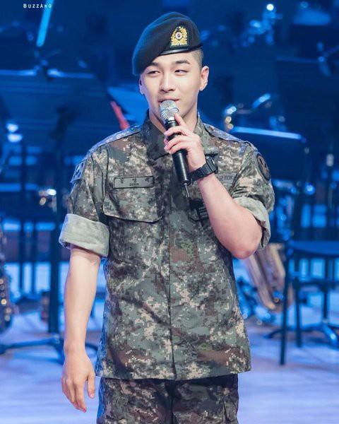 Ai ngờ nhập ngũ là thước đo nhan sắc chuẩn nhất của các nam thần Kbiz: Hyun Bin, Ji Chang Wook gây sốc vì mặt mộc - Ảnh 16.