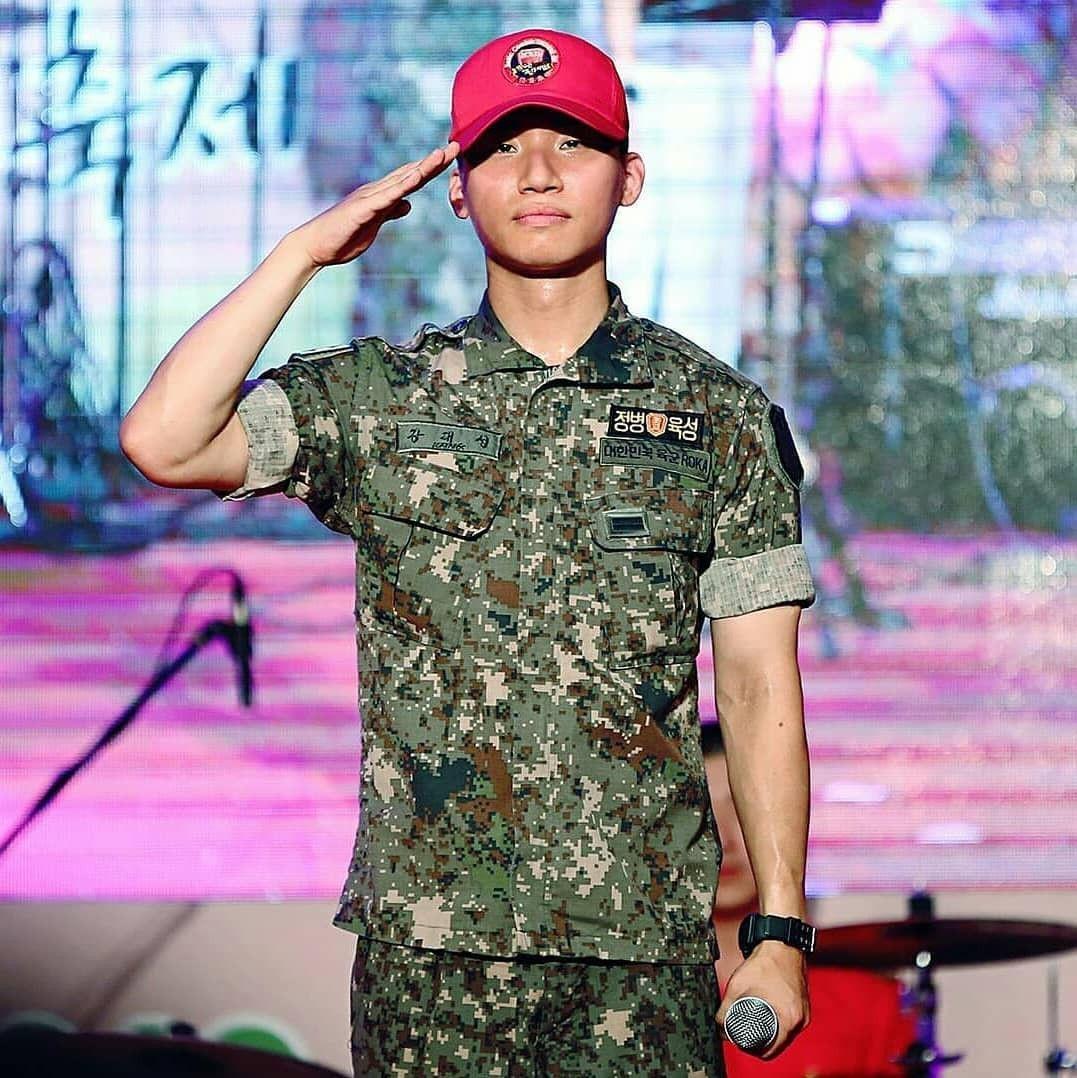 Ai ngờ nhập ngũ là thước đo nhan sắc chuẩn nhất của các nam thần Kbiz: Hyun Bin, Ji Chang Wook gây sốc vì mặt mộc - Ảnh 17.